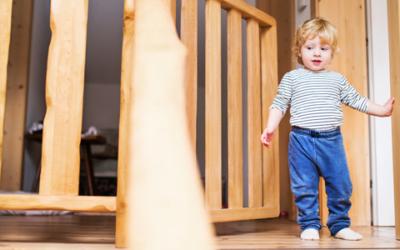 Absturzsicherung für die Treppe – So wird Ihre Wohnung kindersicher