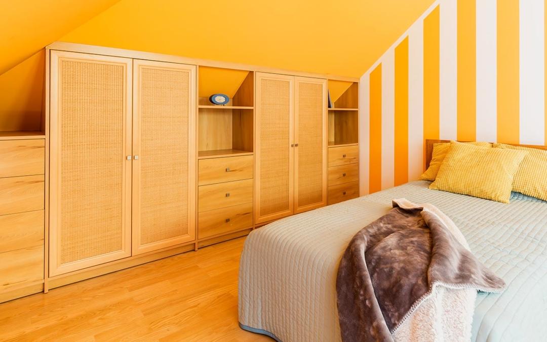 Eckschrank auf Maß als individuelles Möbel bauen lassen